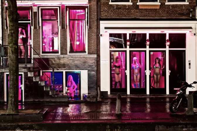 Woman-Redlight-District-Amsterdam-Flickr-@and-vi